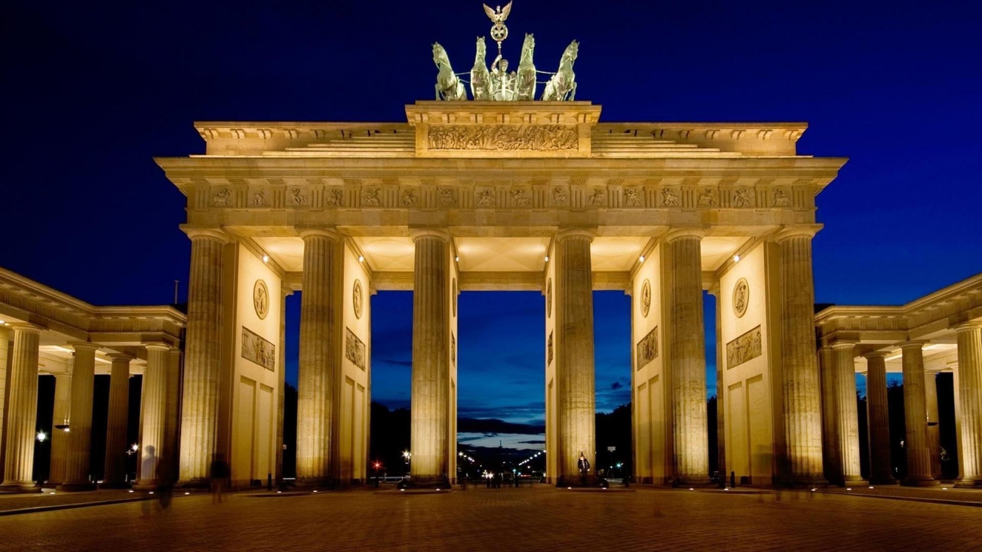 Berlin Brandenburg Gate color night