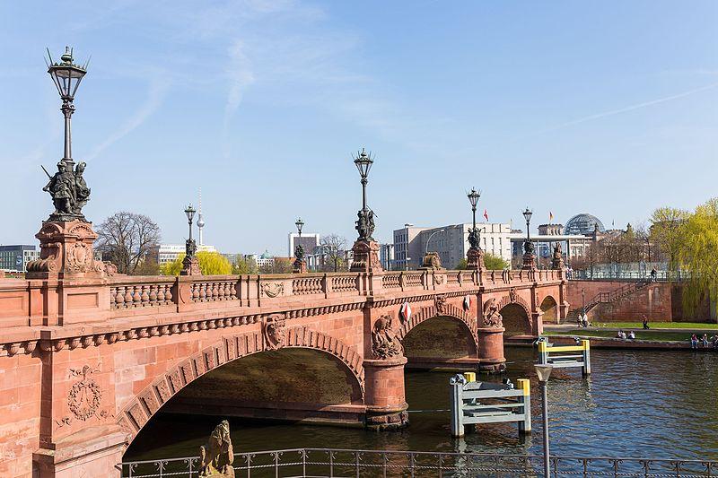 Berlin Moltke Bridge wikipedia